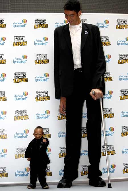 Foto Rekor Manusia Tertinggi dan Terpendek Dunia 2010